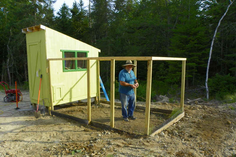 Electric Fence For Chicken Coop ~ cheap easy chicken coop