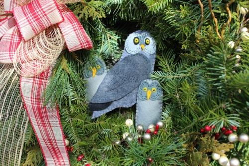 owl-wreath-closeup
